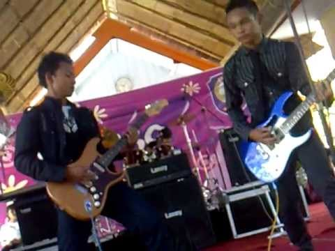 Mungkinkah (cover) Diary Of The Day (in smk n 1 wng).mp4