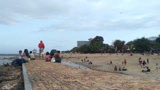 Air Pantai Surut, Wisatawan Tampak Memadati Pantai Sanur