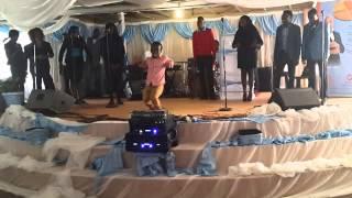 Shakes Mbedzi [Dancing]