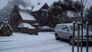 preview picture of video 'Car turning in snow in West Drayton, London 6 Jan 2010'