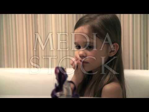 Little girl bathes play in a bath - YouTube