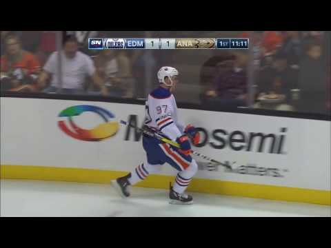 McDavid drives in, dekes around Bernier