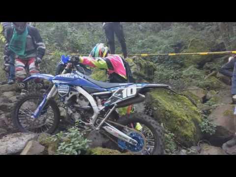 Passage pierrier de Dolaizon CDF enduro 2016 Puy en Velay
