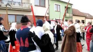preview picture of video 'Kohútek a Strúček - fašank v Bánově 2011'