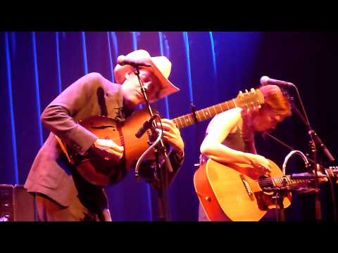 BLACK STAR (RADIOHEAD COVER) Gillian Welch Dave Rawlins LIVE @ Paradiso