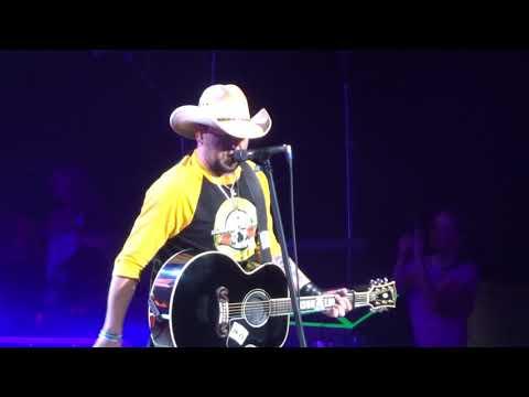 "Jason Aldean in Kansas City ""Drowns the Whiskey"" 5/10/18"