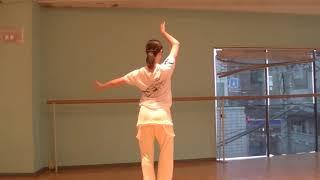 宝塚受験生のバレエ基礎〜バランセの手の使い方とニュアンスの入れ方〜のサムネイル画像