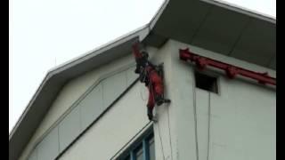 preview picture of video 'Otto beklimt de Algerabrug, Krimpen aan den IJssel'