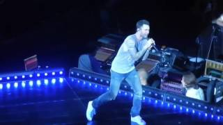 Adam Levine singing a part of She Will Be Loved to Behati