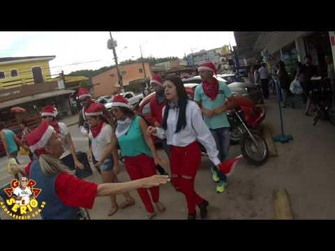 Clydia Davenport canta musicas de Natal em frente o Frigoyama