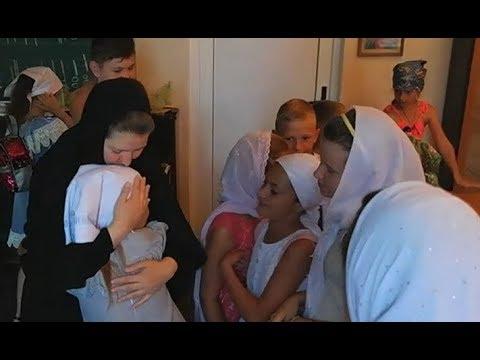 Беседа с матушкой Анной, игуменией монастыря, в православном лагере. Никольское
