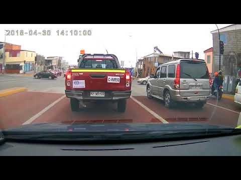 Грузовик врезался в автомобили стоящие перед светофором в Чили