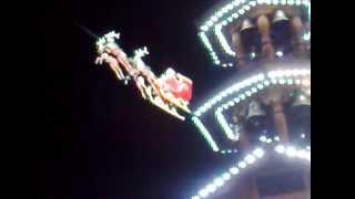 preview picture of video 'Der fliegende Weihnachtsmann aus Karlsruhe'