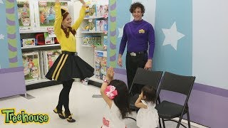 EMMA & LACHY, MEET THE WIGGLES | TOY LAUNCH 💛💛💛