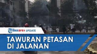 Detik-detik Sekelompok Pemuda Tawuran Saling Serang Pakai Petasan di Hari Pertama Lebaran di Jakarta