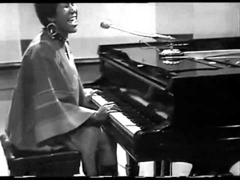 Aretha Franklin - Don't Play That Song (You Lied)   Live on Cliff Richard Show (hiFi)