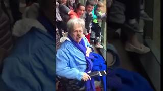обезьяна кинула *** бабке в лицо ржач