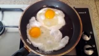 """Ako pripraviť z vajec """"volské oko"""""""
