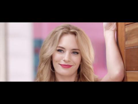 Chica en el video de barro sexo