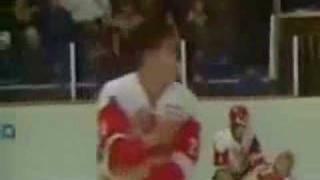 Смотреть онлайн Легендарная драка на хоккее в 1987: СССР и Канада