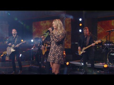 Watch: Miranda Lambert performs on Thanksgiving