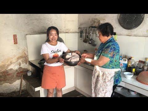 弟媳坐月子第9天,妈妈撒一大把盐,煮5根猪蹄,让弟媳多吃猪蹄