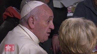 Il Papa visita il Presidio Sanitario e inaugura il Centro di accoglienza di Palazzo Migliori