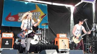 THE DOLLYROTS - BIG MOUTH. LIVE AT WARPED TOUR 2011. 14TH AUG. HILLSBORO, OREGON, U.S