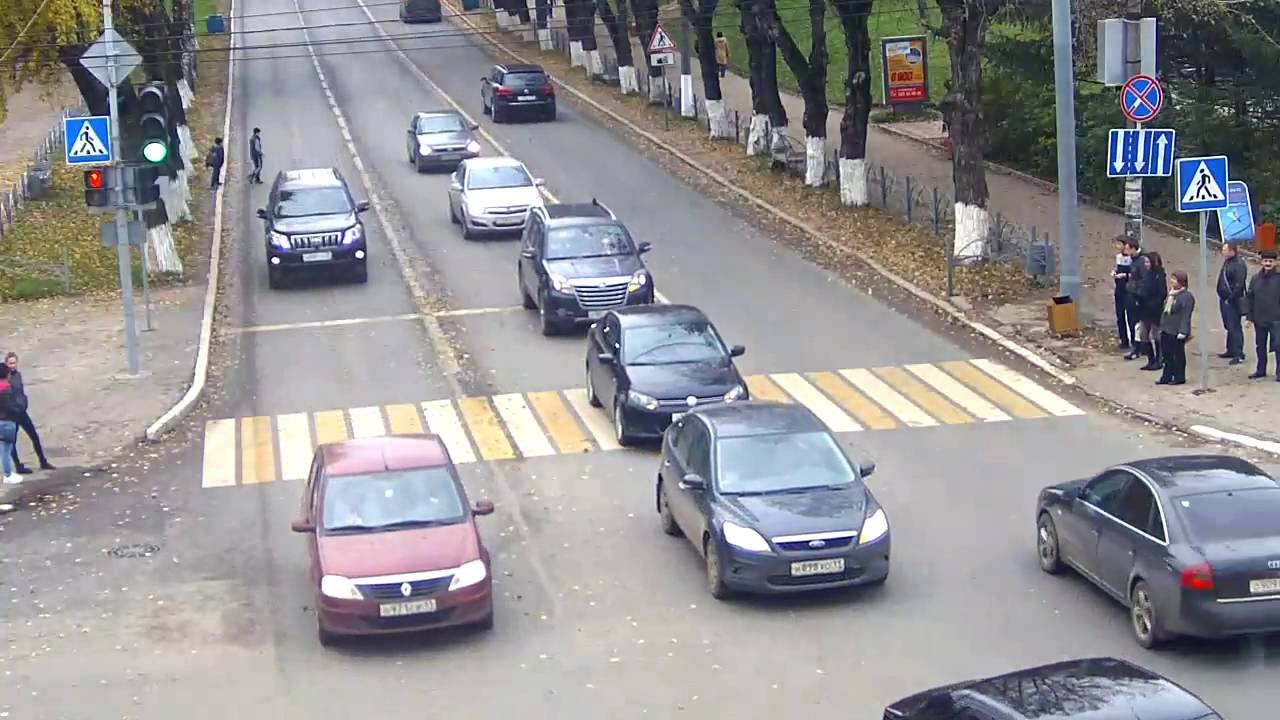 Дети перебегают дорогу в неположенном месте - итог закономерен