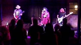 Angela Perley and the Howlin' Moons -- Hurricane