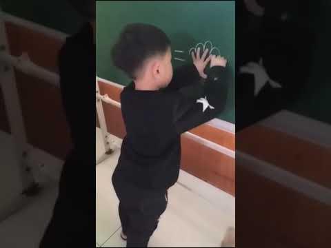 הילד המתוק הזה רק רצה לפתור תרגיל מתמטי פשוט...