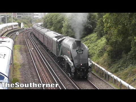 60009 'Union of South Africa' powers away from Poole with 'T…