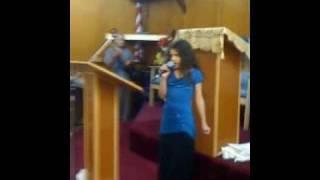 Alexandra cantando para el Se~or  La ni~a de tu ojos de Daniel calveti