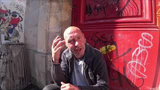 MARIAN na KUBKU. Jak to się robi?Bezdomny Marian z Paryża utrzymuje się od wielu lat zbierając pieniądze do kubka pod bankomatem.