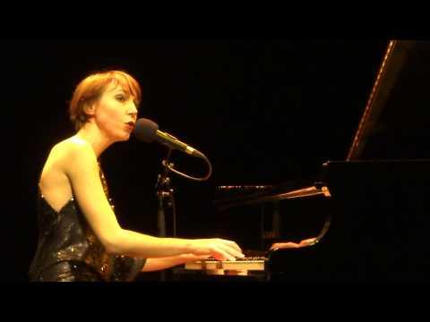 JEANNE CHERHAL, extrait de Le Tissu à Châteaubriant le 20 10 2013