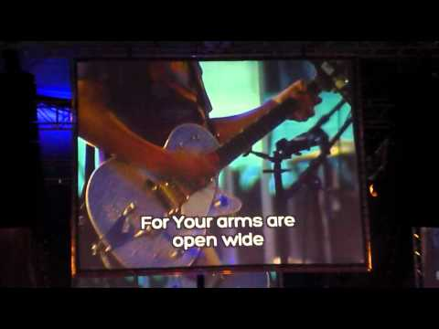 Momentum 2012- Beth Croft - Arms Of Grace feat. Rend Collective
