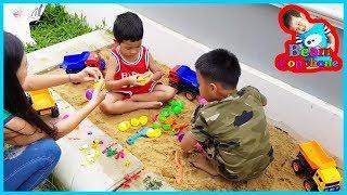 น้องบีม | รีวิวของเล่น EP127 | รถบรรทุกไข่เซอร์ไพรส์ในบ่อทราย Toys