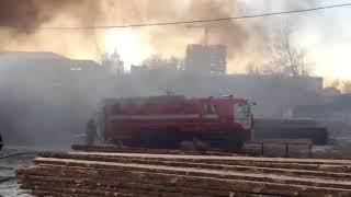 Пожар в Саранске: горит гараж предприятия «Искра»