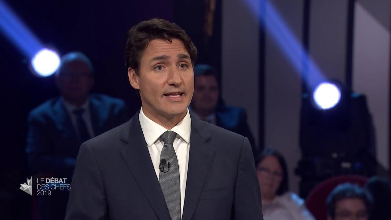Justin Trudeau répond à la question du modérateur sur les migrants du chemin Roxham