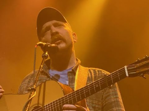 """Tyler Childers Peaceably Manages Unfortunate Interruption during """"Lady May"""" Live in Boston 12/10/19"""