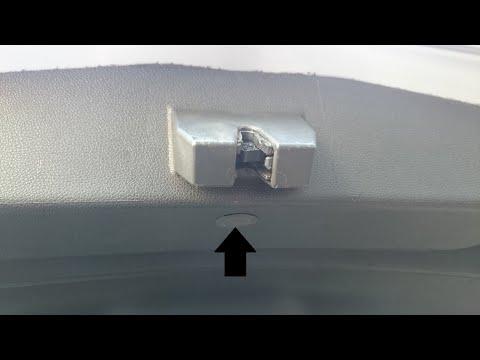 Заклинило замок крышки багажника / как открыть багажник / Opel Astra J