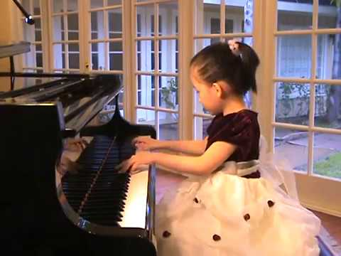 Con Tan Solo 5 Años, Tiffany Koo Interpreta a Chopin Al Piano