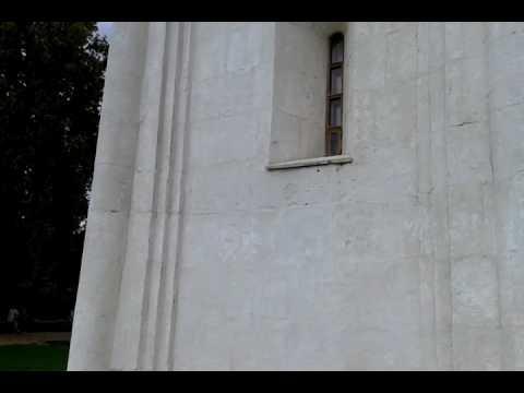 Стоянка возле храма христа спасителя