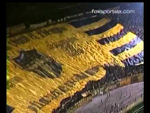 """""""La Bandera Mas Grande Del Mundo Peñarol De Montevideo"""" Barra: Barra Amsterdam • Club: Peñarol"""