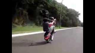 preview picture of video 'martin tirando willy en la costa (puerto iguazu)'