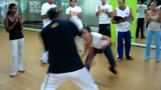 preview picture of video 'Roda Alemar Capoeira 28/6/2008'