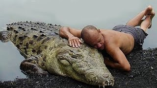Most Unusual Friendships Between Humans and Wild Animals