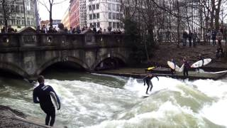 preview picture of video 'VERY COOL: Eisbach München Surf Sessions - surfen in der City HD'
