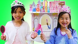 Jannie & Emma Pretend Play Dress Up And Going To The Princess Ball