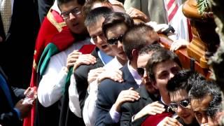 preview picture of video 'Procesión de San Juan Evangelista en Huete -Cuenca- 2012 por la calle Nueva'